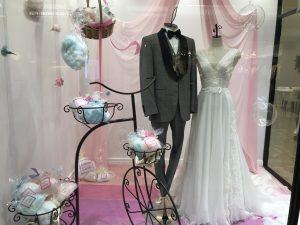 【ブルーナ】デコルテを美しく魅せるウエディングドレスを展示