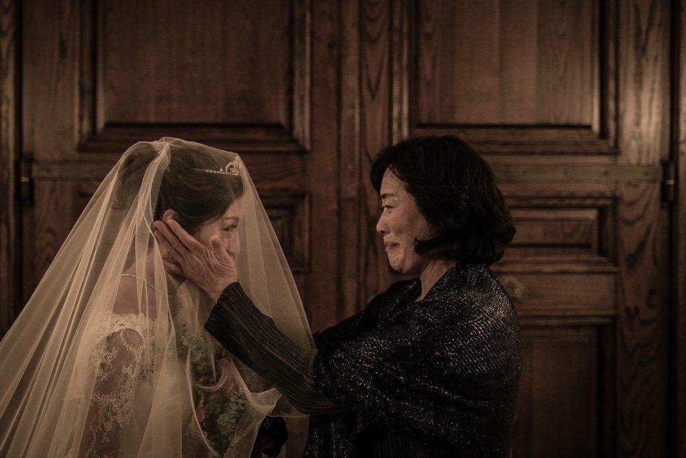ベールダウン|花嫁と母