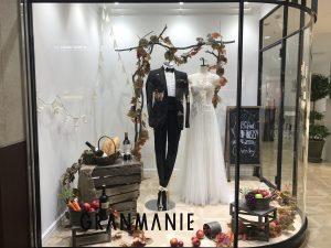 【レニー】トレンドのワンショルダーのスレンダードレスを展示