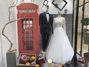 【アストーリア】大人可愛いデザインが魅力のドレスを展示