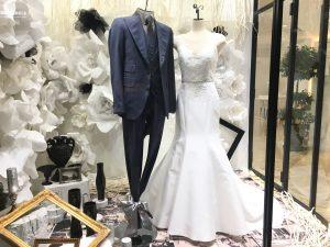 【ホリス】ミカドシルクの美しいマーメイドラインのドレスを展示